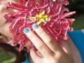 flowerGirl_bluefingernails_web